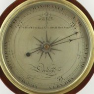 Engelse banjo- of wiel-barometer.  'Chas: Pitsalla, No 79 High, Holborn'.